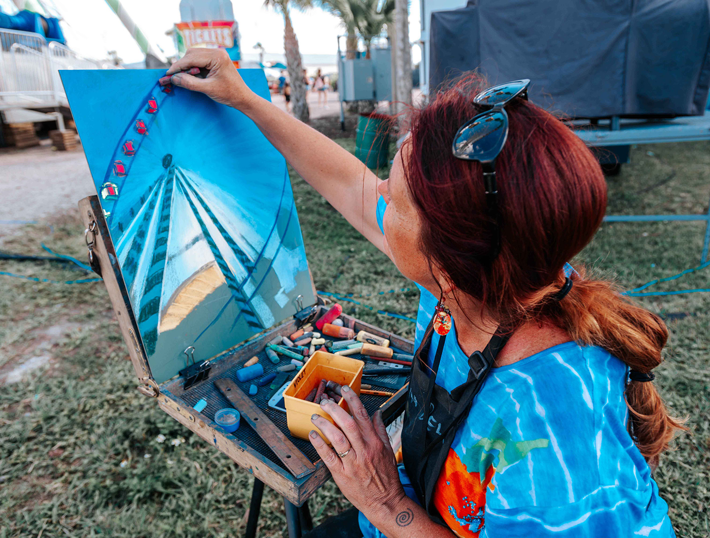 painter competing in the plein art contest